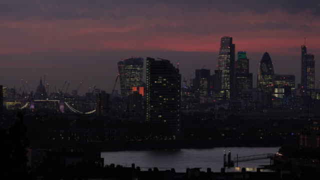 stockvideo's en b-roll-footage met general view of city of london at night on october 27 2016 in london england - financiën en economie
