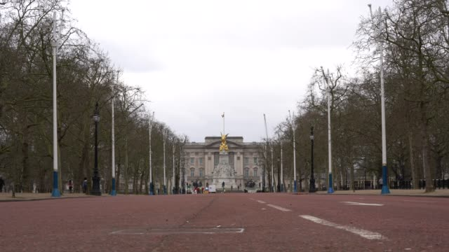general view of empty streets around buckingham palace as the public start to follow government advice to slow down the spread of the coronavirus... - street stock videos & royalty-free footage
