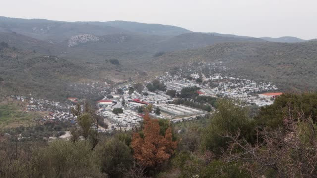 stockvideo's en b-roll-footage met general view of everyday life in moria handmade tents on the hills of the slums or jungle as asylum seekers called it next too the official reception... - 2 5 maanden