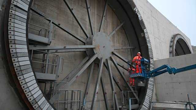 general view of hs2 chiltern tunnel entrance point as construction workers continue work on the entrance to the hs2 chiltern tunnels on december 07... - tunnel stock videos & royalty-free footage