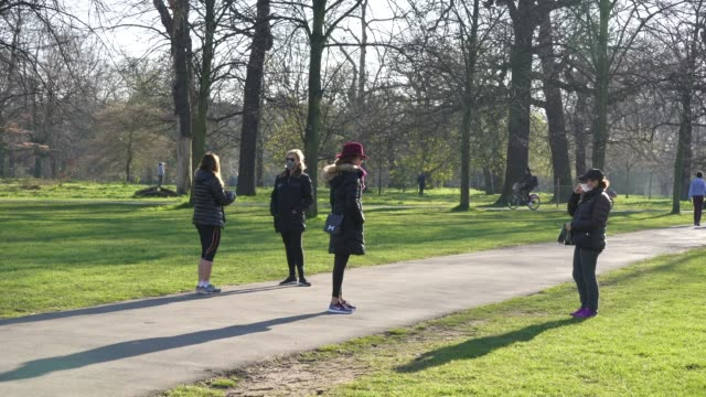 march 25: general view of hyde park on day 2 of 'stay at home' as social distancing takes shape on society during the coronavirus pandemic. british... - social distancing stock videos & royalty-free footage