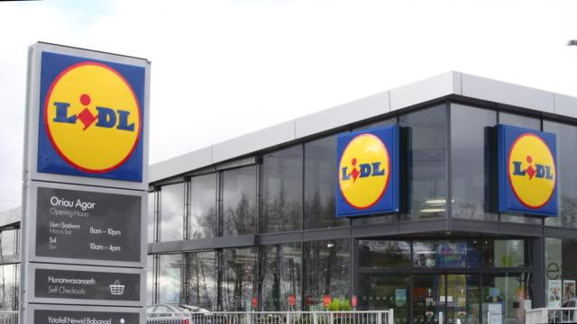 vídeos y material grabado en eventos de stock de general view of lidl store signage at a lidl store in swansea, wales, uk. - vista general