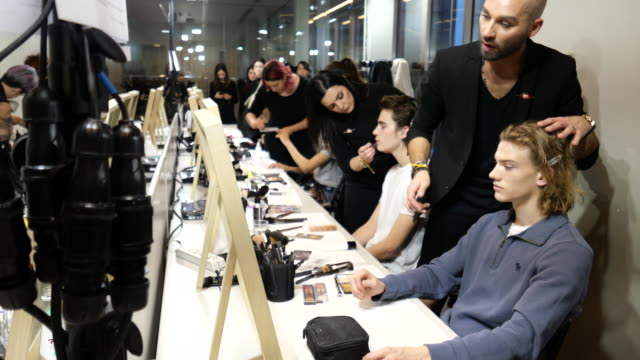 a general view of make up station at etro backstage fashion show during milan fashion week fall/winter 2020/2021 on january 12 2020 in milan italy - 美容専門家点の映像素材/bロール