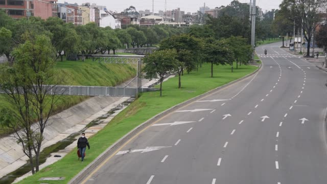 general view of nearly empty streets during the first day of national quarantine to stop spread of covid-19 on march 25, 2020 in bogota, colombia. - bogota stock videos & royalty-free footage
