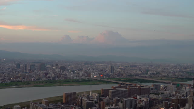 general view of osaka city at dusk with clouds in the sky - dusk点の映像素材/bロール