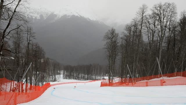 vídeos y material grabado en eventos de stock de general view of sochi during the fis alpine skiing european cup finals in sochi russia fis alpine skiing european cup finals at rosa khutor alpine... - copa mundial de biatlón