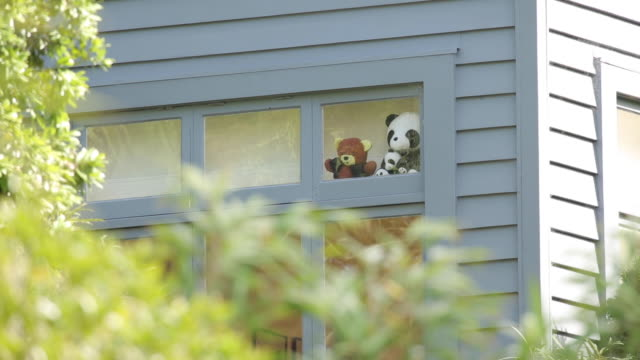 general view of soft toys in the window of prime minister jacinda ardern's wellington residence on april 09, 2020 in wellington, new zealand. new... - epidemic stock videos & royalty-free footage