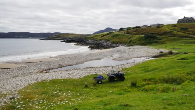 general view of talmine on the a'mhoine peninsula in sutherland scotland uk which has been selected by orbex to build the uk's first spaceport though... - 農家の家点の映像素材/bロール