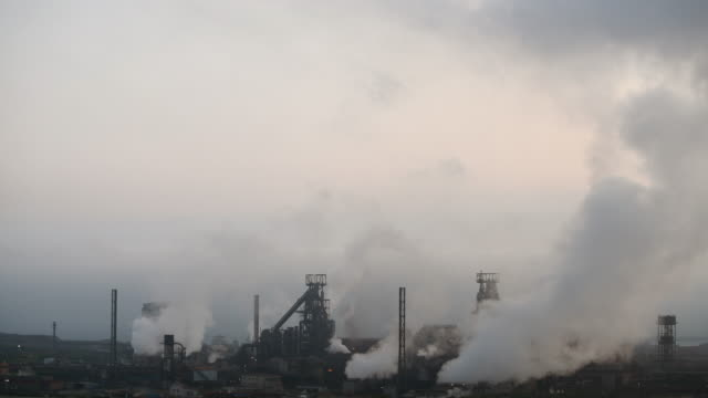 a general view of tata steel at port talbot in wales uk the indian company tata employs around 4000 people at its port talbot steelworks and has... - schornstein konstruktion stock-videos und b-roll-filmmaterial