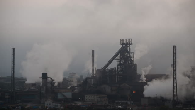 vídeos y material grabado en eventos de stock de a general view of tata steel at port talbot in wales uk the indian company tata employs around 4000 people at its port talbot steelworks and has... - vista general