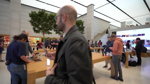 general view of the apple store regent street at apple store regent street on september 21 2018 in london england - gafam点の映像素材/bロール