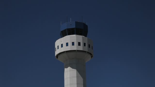 vídeos y material grabado en eventos de stock de general view of the control tower on march 4, 2013 in opa locka, florida, united states. dept of transportation to pull air traffic controllers from... - condado de miami dade