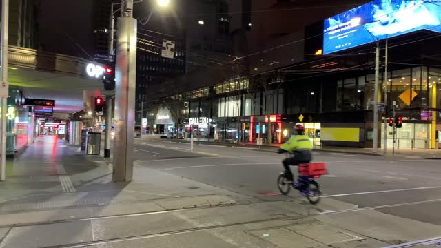 general view of the corner of elizabeth and bourke street at night during curfew as near empty streets are seen on august 17, 2021 in melbourne,... - lockdown stock videos & royalty-free footage