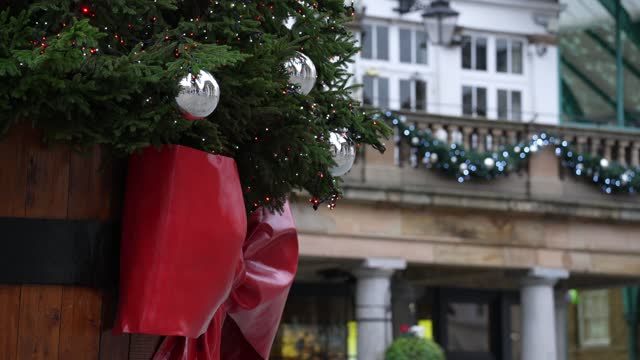 general view of the covent garden christmas tree in covent garden on november 11, 2020 in london, england. - shiny stock videos & royalty-free footage