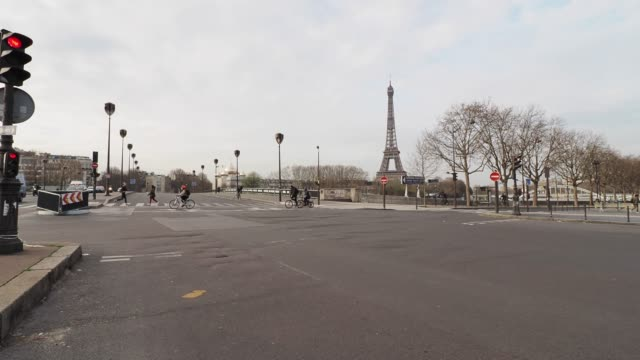 general view of the empty alma bridge in front of the eiffel tower while the city imposes emergency measures to combat the coronavirus covid19... - paris france stock videos & royalty-free footage