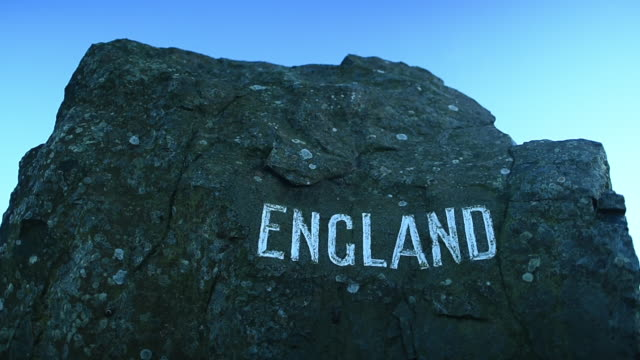 general view of the england sign on the a68 at carter bar near jedburgh, scotland on november 23 2016. - ジェドバラ点の映像素材/bロール
