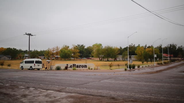 general view of the entrance to the community of lebaron november 8 2019 in le barón cihuahua mexico three families were traveling in separate suvs... - mormonism stock videos & royalty-free footage