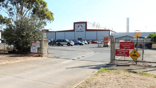 general view of the exterior of the holden manufacturing plant at elizabeth, south australia. holden announced plans to cut up to 400 jobs from its... - south australia bildbanksvideor och videomaterial från bakom kulisserna
