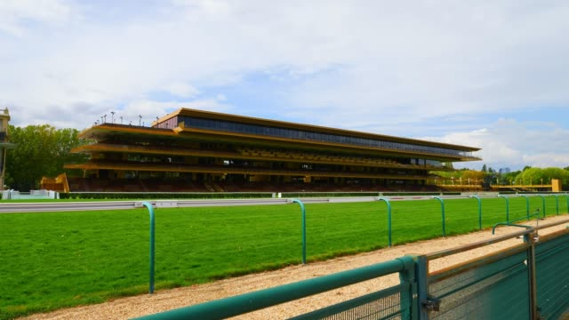 vídeos y material grabado en eventos de stock de steadicam general view of the hippodrome de longchamp which is closed to the public on august 13 2020 in paris france - anfiteatro