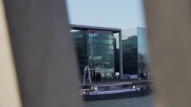 vídeos de stock e filmes b-roll de general view of the huawei technologies france building on march 10 2019 in boulognebillancourt near paris france - vista geral