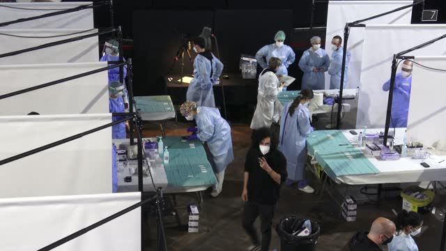 vidéos et rushes de general view of the infrastructure installed on the dance floor where health personnel do tests to the audience to get tested for covid-19 with an... - audience de festival