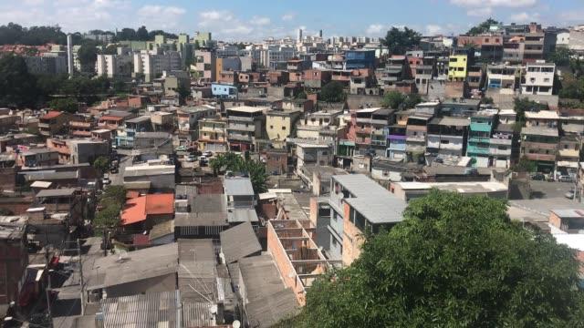 vídeos y material grabado en eventos de stock de general view of the jardim do vale das virtudes favela at campo limpo neighborhood on april 4, 2020 in sao paulo, brazil. according to the ministry... - estado de são paulo
