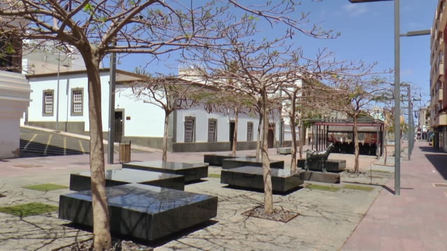 general view of the lanzarote empty streets. canary islands is one of the most touristic places in spain due to its beaches and weather but it is... - グランカナリア点の映像素材/bロール