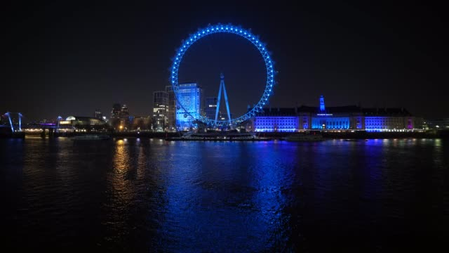 vídeos y material grabado en eventos de stock de march 26: general view of the london eye as uk landmarks and buildings by turning the lights blue as part of the #clapforourcarers and the... - nhs