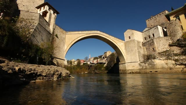vidéos et rushes de general view of the mostar old bridge - bosnie herzégovine