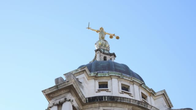 general view of the old bailey on july 21, 2020 in london, england. dame vivienne westwood, re-entering public life for the first time after having... - オールドベイリー点の映像素材/bロール