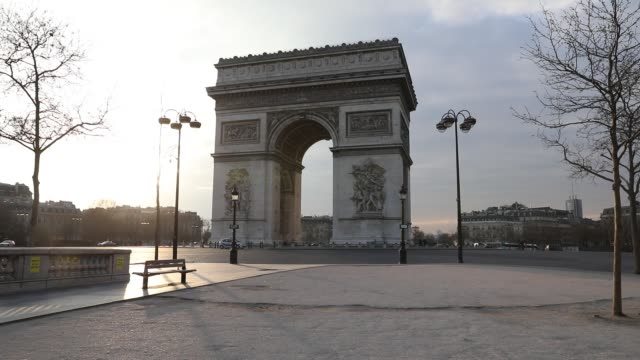 general view of the place de l etoile and its arc de triomphe after the head of state ordered the inhabitants to stay at home to stop the spread of... - abwesenheit stock-videos und b-roll-filmmaterial