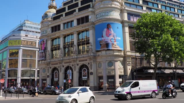 stockvideo's en b-roll-footage met general view of the 'printemps' haussmann department store as it reopens on may 28, 2020 in paris, france. there was a ruling of the administrative... - 40 seconds or greater