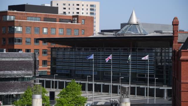 vídeos y material grabado en eventos de stock de a general view of the senedd home of the welsh national assembly at cardiff bay wales uk - vista general