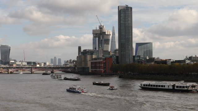 vídeos de stock e filmes b-roll de general view of the south bank as seen from the waterloo bridge on october 27 2016 in london england - hsbc towers
