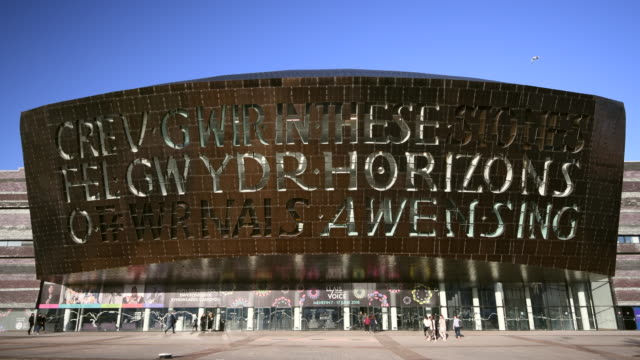 general view of the wales millennium centre at cardiff bay, wales, uk. - カーディフ点の映像素材/bロール