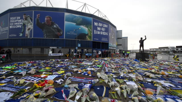 a general view of tributes to emiliano sala at the cardiff city stadium on january 25 2019 in cardiff wales emiliano sala is one of two people who... - cardiff wales stock videos & royalty-free footage