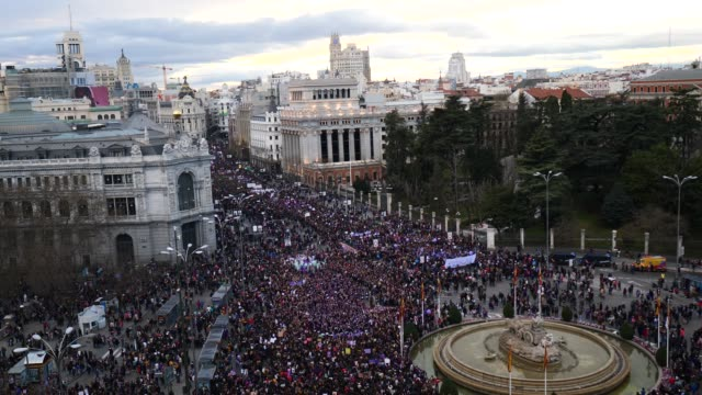 general view of women taking part in a protest during international women's day on march 08 2020 in madrid spain spain celebrates international... - internationaler frauentag stock-videos und b-roll-filmmaterial
