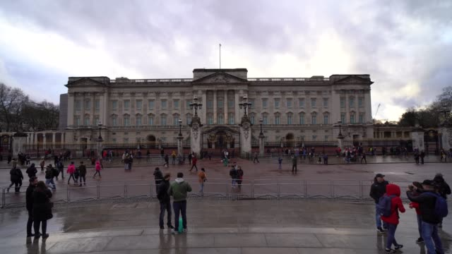 general view outside buckingham palace on february 16, 2020 in london, england. - general view stock videos & royalty-free footage