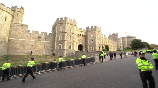general view outside windsor castle at windsor castle on october 12, 2018 in windsor, england. - ウィンザー城点の映像素材/bロール