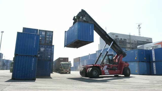 vídeos de stock, filmes e b-roll de general views a kalmar reachstacker unloads shipping containers from a truck at the tanjung priok port operated by state owned pt pelabuhan indonesia... - produto interno bruto