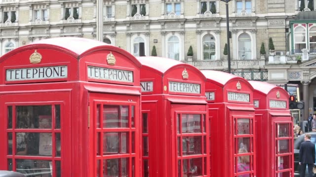 vídeos de stock, filmes e b-roll de general views a row of red british telecom fixed line telephone boxes in london, uk, on thursday, may 29 close shot coins are inserted into slot... - cabine de telefone público telefone público