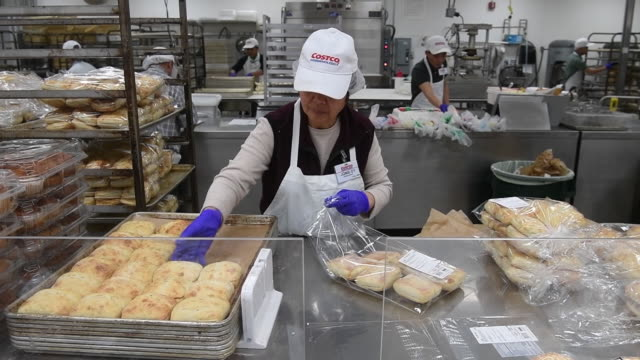general views of a costco wholesale corp store in san francisco california us on wednesday dec 5 2018 and richmond california us costco wholesale... - エディトリアル点の映像素材/bロール
