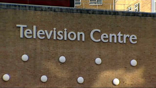 general views of bbc television centre; england: london: white city: ext general views of bbc television centre including traffic driving past, 'bbc'... - bbc bildbanksvideor och videomaterial från bakom kulisserna