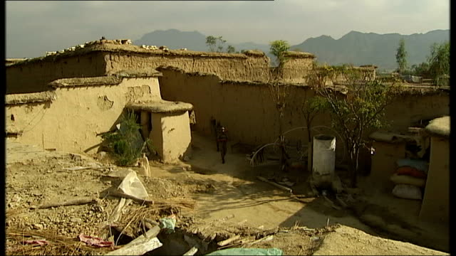 general views of daytoday life in islamabad rawalpindi and the afghan border area more views of soldiers at observation posts including soldier... - punjab pakistan bildbanksvideor och videomaterial från bakom kulisserna