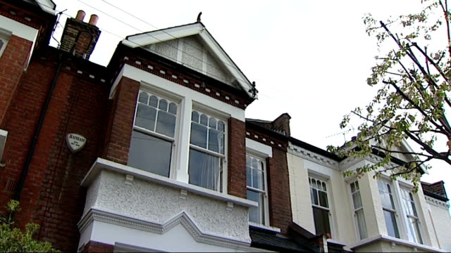 stockvideo's en b-roll-footage met general views of estate agents and properties for sale residential street with 'for sale' and 'sold' boards outside edwardian houses - for sale korte frase