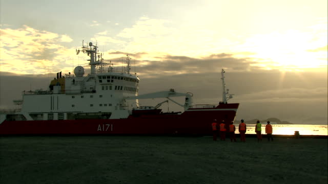 general views of human activity: scientists' camp / crevasse abseiling / hms endurance; hms endurance arriving base camp pier as sun setting ** good... - base camp stock videos & royalty-free footage
