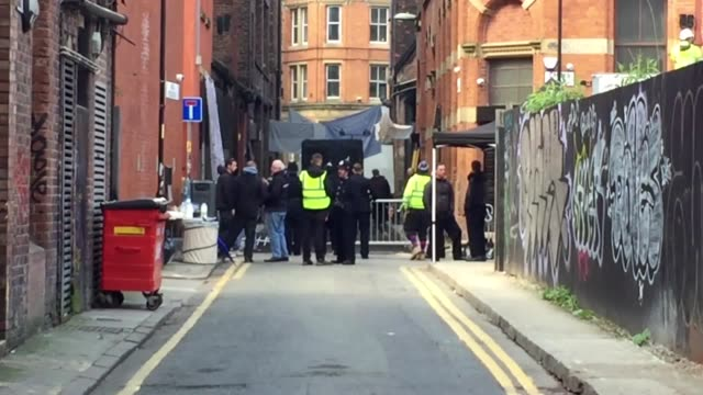 vídeos de stock e filmes b-roll de general views of inner city manchester which is being used for the fourth series of peaky blinders - birmingham inglaterra