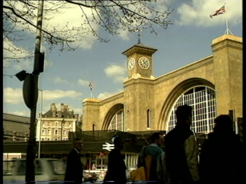 stockvideo's en b-roll-footage met general views of kings cross in the late 1980s april 1988 london camden kings cross ext street corner with traffic along and tower on top of building... - station london king's cross