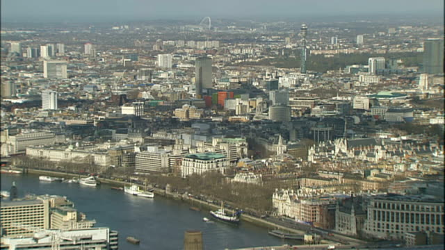 vídeos de stock e filmes b-roll de general views of london from the shard; england: london: the shard general views of london skyline from the top of the shard including river thames /... - cathedral