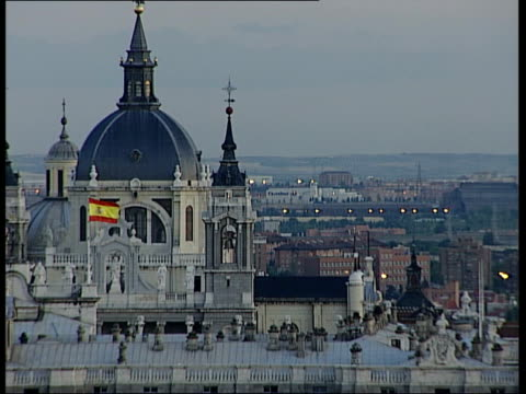 vídeos y material grabado en eventos de stock de madrid ext various of rooftops and skylines in madrid / the royal palace with spanish flag flying - palacio real de madrid